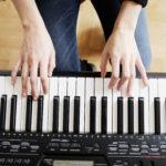 Declara tu amor y pide su mano con una canción romántica